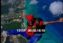 13157_skydiving_dog1.mov