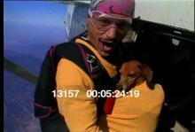13157_skydiving_dog5.mov